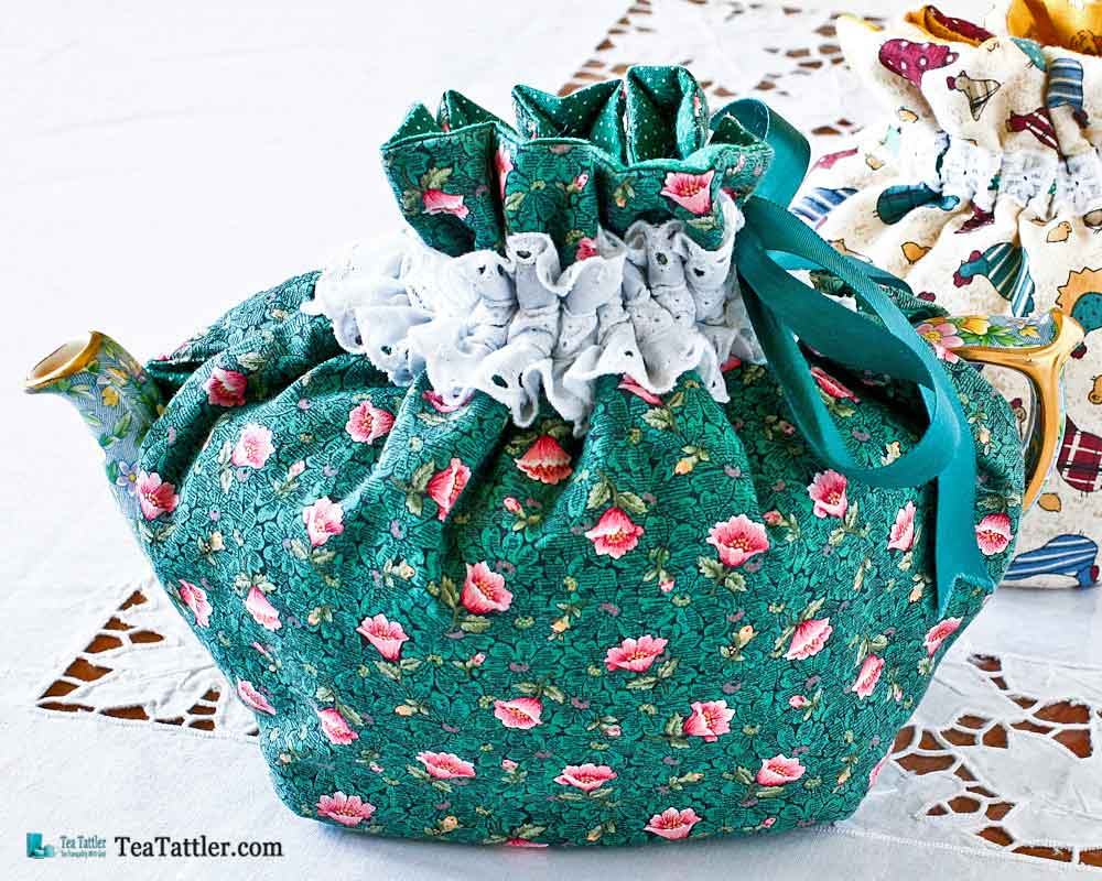 This Quilted Drawstring Tea Cozy keeps tea warm for a longer period of time. It fits snugly over the teapot while tea is poured. | TeaTattler.com #teacozy #quilteddrawstringteacozy